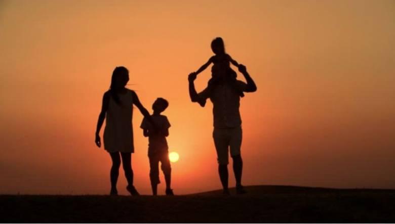 Membesarkan Anak dengan Ikhlas Tidak Berharap Balas