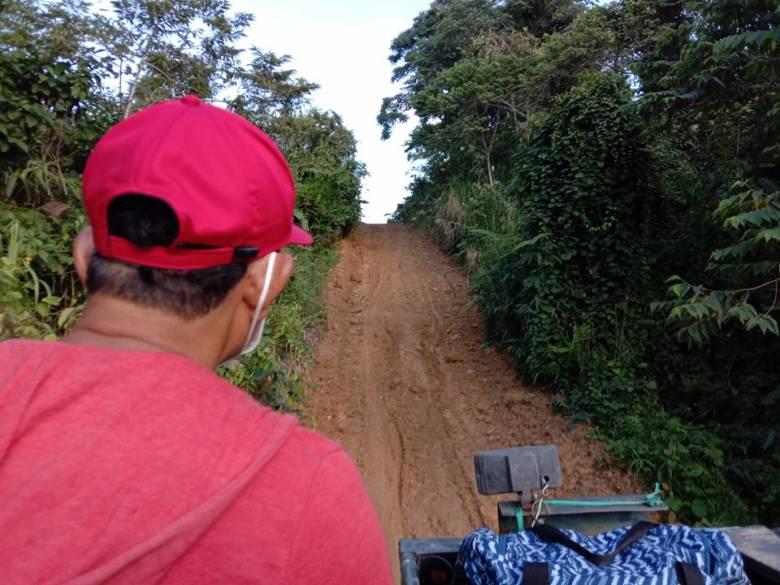 Perjalanan Penulis ke Krayan [5]  'Roller Coaster' di Bukit Perbatasan Negeri