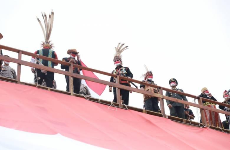 Upacara HUT Kemerdekaan di Puncak Yuvai Semaring